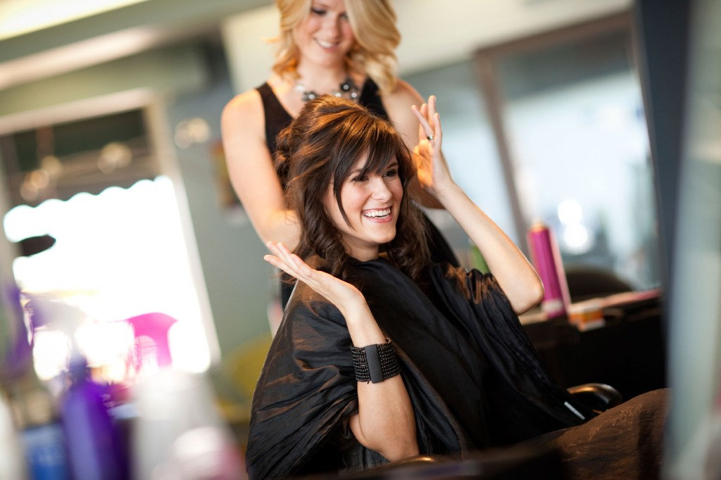 14-13-things-your-hairstylist-wont-tell-you-happy-client